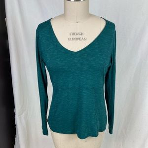 Organic cotton emerald horny toad v neck top
